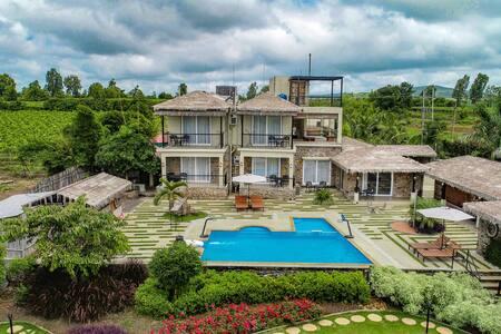 Travalong Parnakuti - Luxurious 6BR Pool Villa