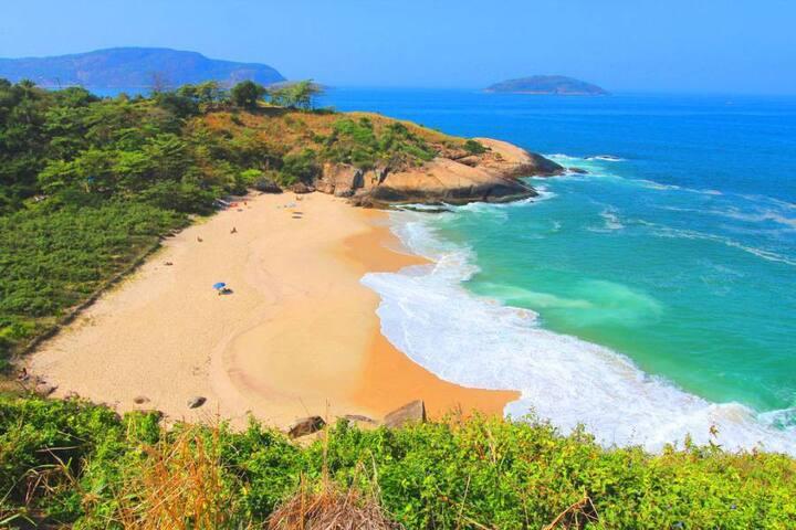 Casa Piratininga: praias piscina e churrasqueira.