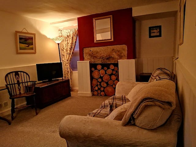 Lounge with bed settee