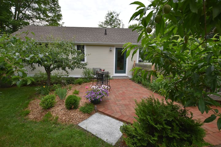 Private Garden Cottage in East Concord Village