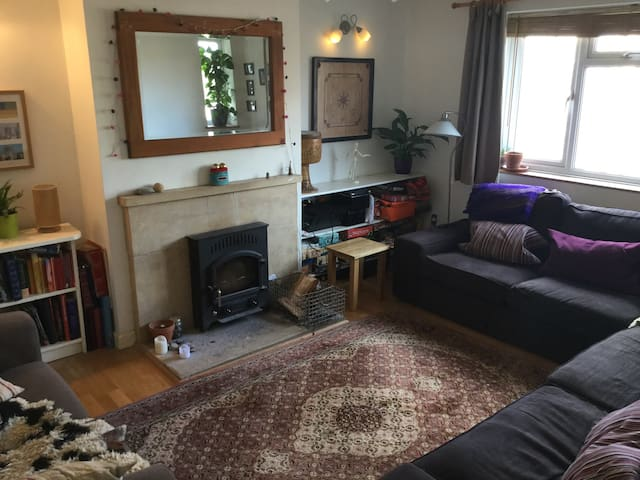 Private room in cosy quiet house - Stroud - Rumah