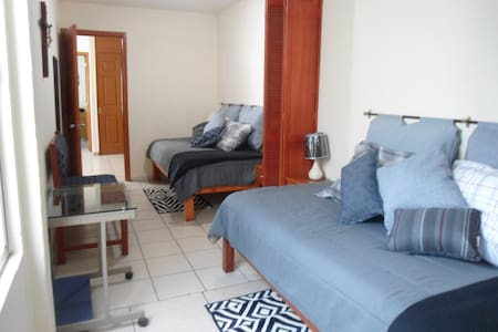 Comfortable room, double bed, private bathroom - Guadalajara - Dom