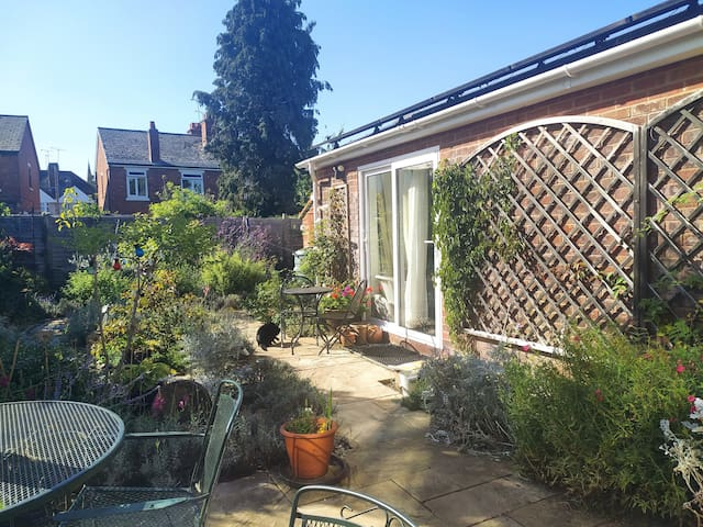 Delightful sunny annexe, ensuite and own entrance