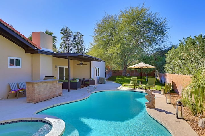 Remodeled home w/ saltwater pool, hot tub, gas grill & yard - dogs OK!