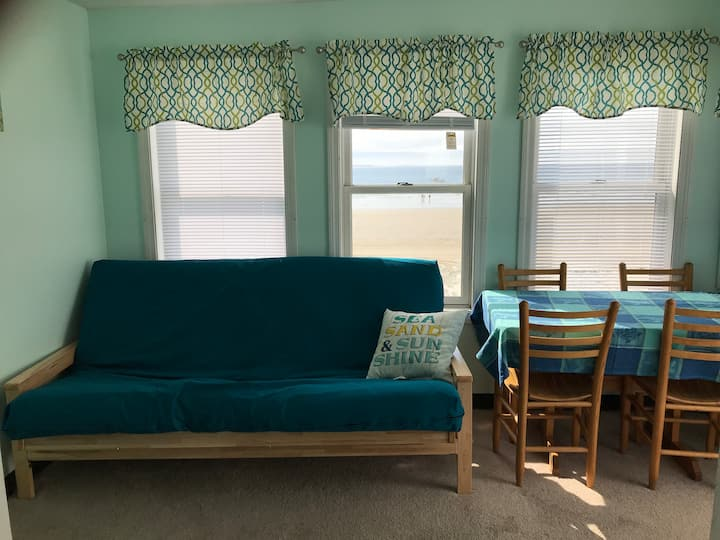 2ND FLOOR OCEANFRONT 2BR APT #8 SLEEPS 8