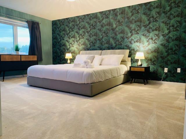 🏠Private Master Bedroom W/ En-suite 💚🤍💙