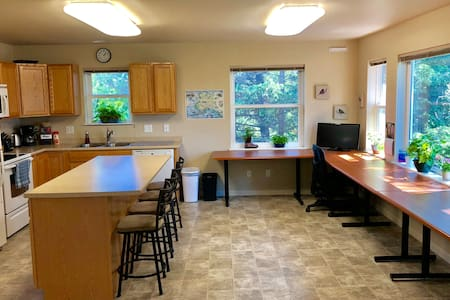 Modern 2-bedroom Home in Downtown Homer