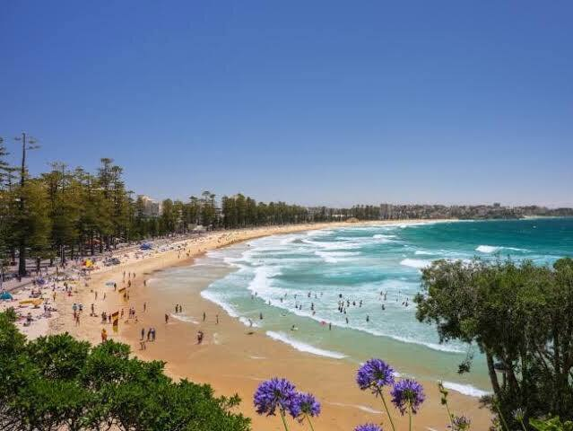 Manly beach - 10 min walk away