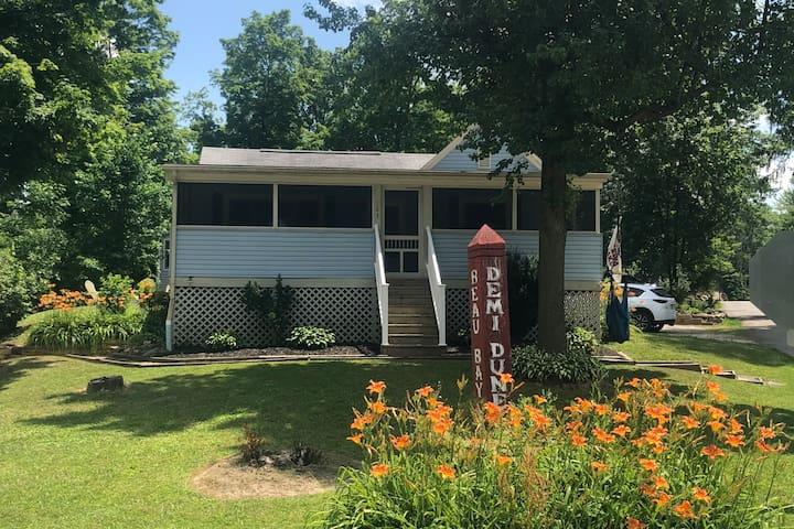 Cozy cottage getaway on Chippewa Lake, Ohio.