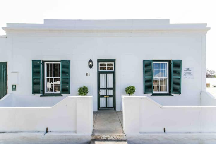 Karoo House. Luxury self-catering, heart of town