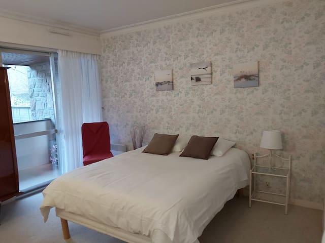 Chambre 1 avec lit en 140/190