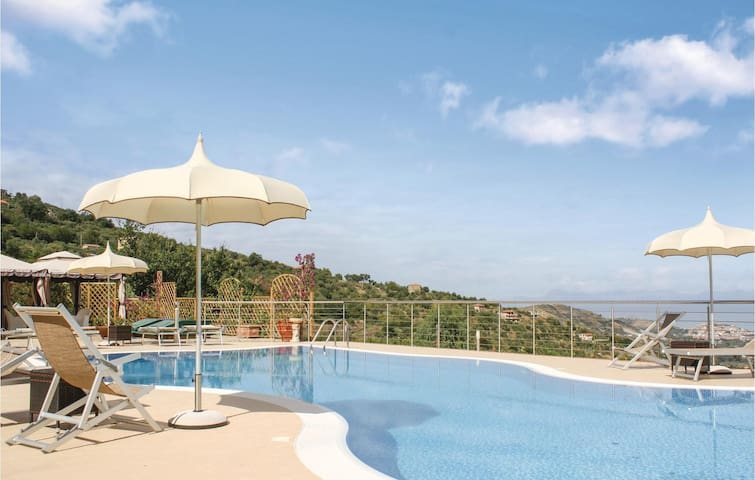 Holiday cottage with 1 bedroom on 45m² in Laureana Cilento -SA-