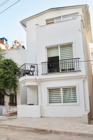 CASA LEMONI, Turgutreis Mandalinci otelin yani