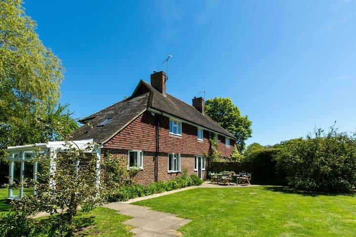 Espaciosa casa de vacaciones en Tenterden, Kent en medio del campo
