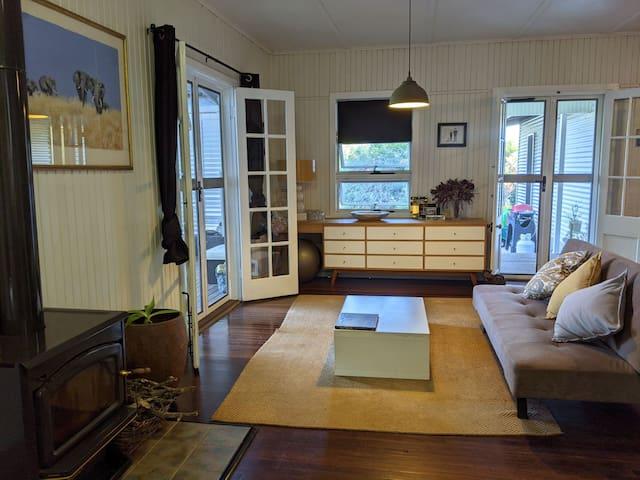 Living room + futon