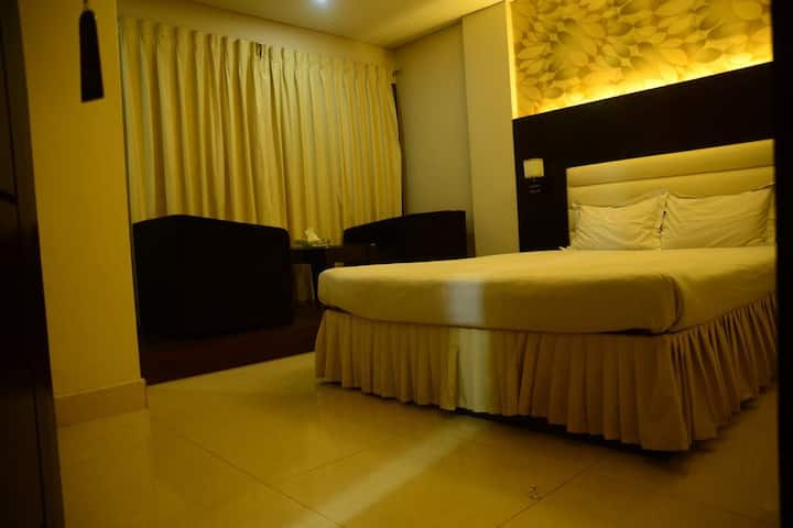 ROYAL LIVING HOTEL @ DELUXE COUPLE ROOM