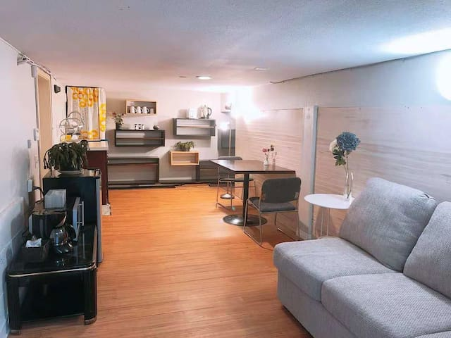 Vancouver cozy one bedroom suite w/ separate entr