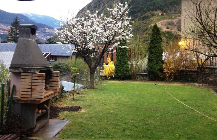 Suite en acogedora casa entorno naturaleza - Aixovall - Dom
