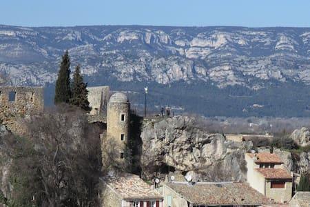 !! Studio Neuf très calme au cœur de la Provence!!