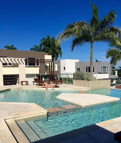 Jasmine Palms at Miramar, gated 2bd/3bth with pool