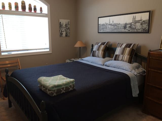 Murmuring Maples Room and Bath - Orillia - Casa
