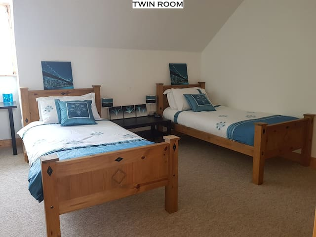 Twin Room - White House, Fenagh, Carlow (Sleeps 3)