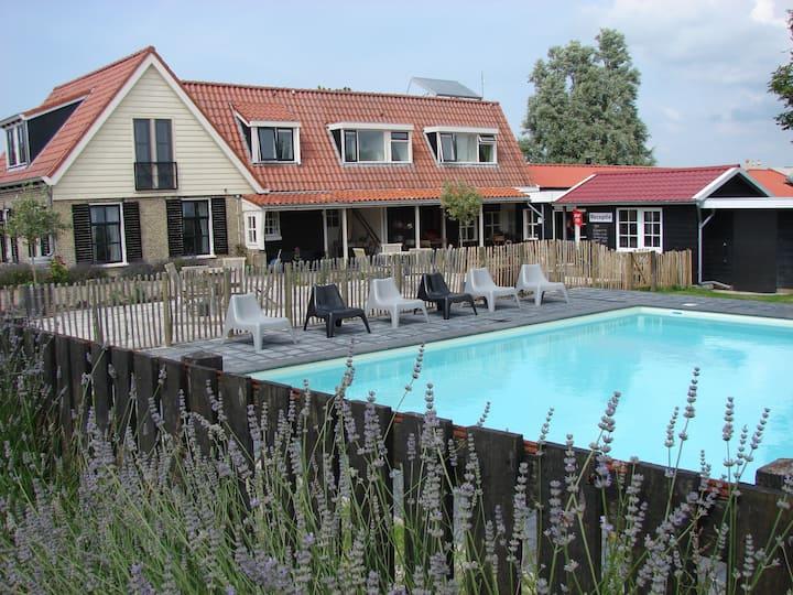 logeren in een riant familiehuis in Friesland