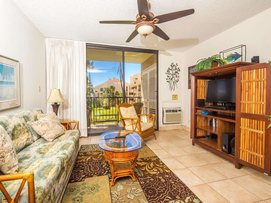 kamaole-1gv-5213-living-room-02.jpg
