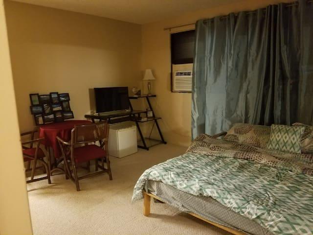 Private Master Bedroom & bath, .5mi to beach.