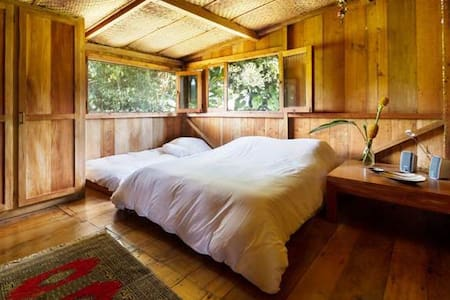 Rooms in beautiful wooden cabin - Mindo