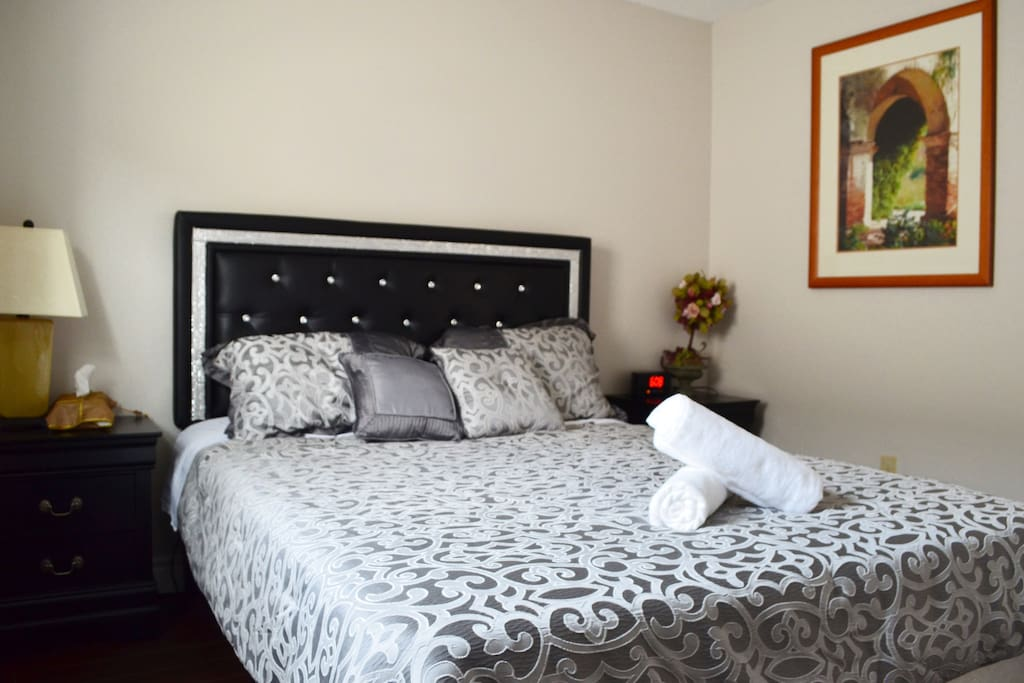 1st floor - Queen bed