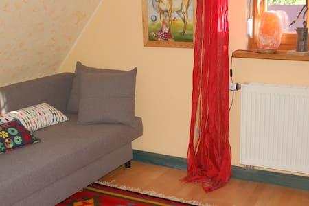 Gemütliches Zimmer in Fachwerkhaus - Westhausen