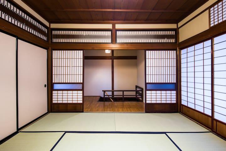 青々した畳のアロマで1日の疲れも取れる日本の伝統的和室(8畳)