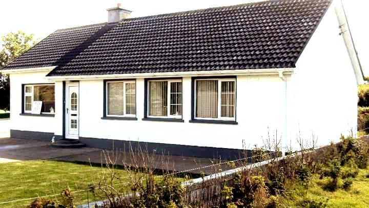 Beautiful 4 bedroom house in lettermacaward.