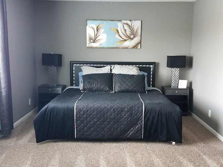 *Modern & Close to Everything* Master Suite!