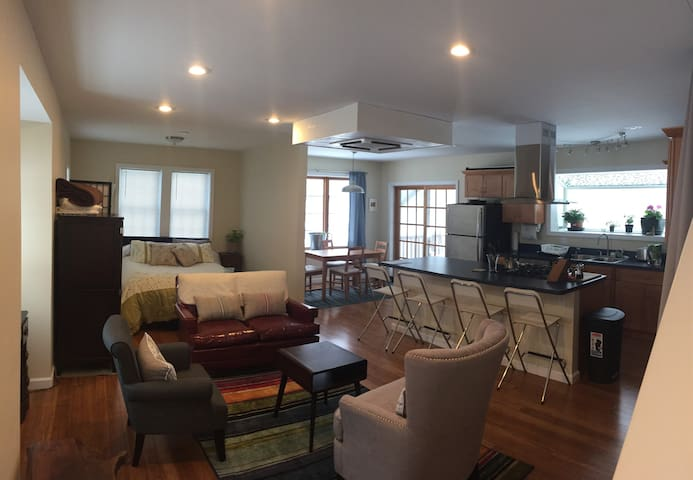 Open Floor Plan Close to Smith College. - Northampton - Dom