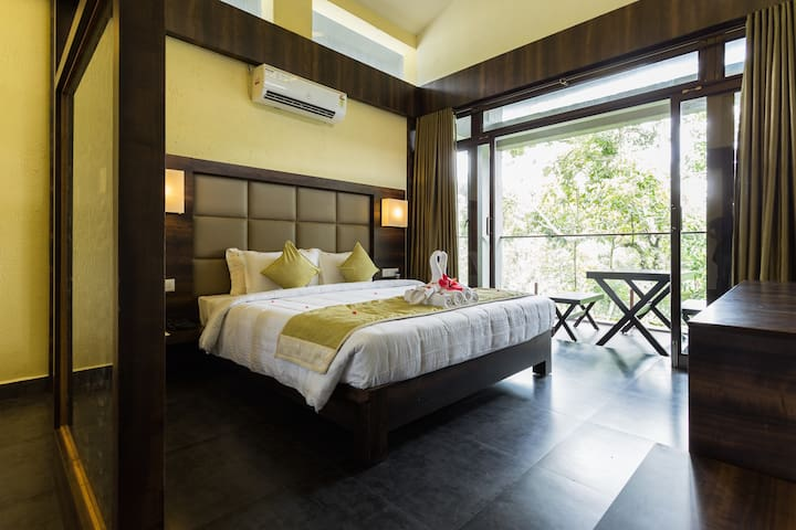 Plantation and mountain view room at Banyan Villa - Kumily