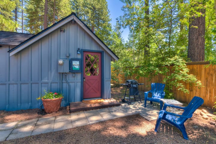 Hole in One Cabin - Walk to Beach, Dog Friendly