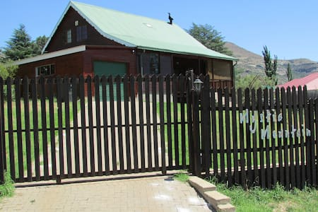 MYSTIC MOUNTAIN Self Catering - Clarens - Chalet