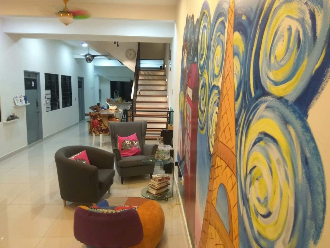 Welcome to B'Studio! Cozy ground floor living area