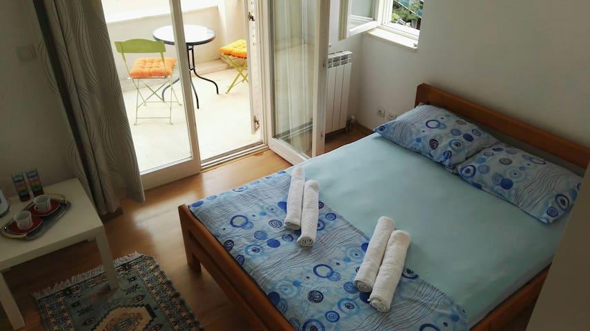 Bedroom near Old Town and beach - Budva - Huis