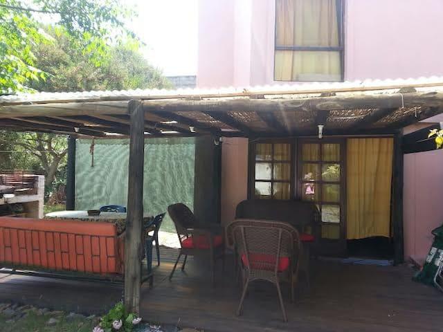 casa pequeña con gran terreno. - Piriápolis - House