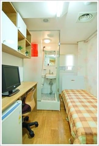 A cozy accommodation 10. (Near subway&airport bus)