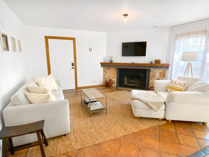 Lush Casita with Room to Relax   Wonderful Kitchen