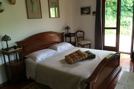 Big bedroom with private bathroom and terrace - Torino - Villa
