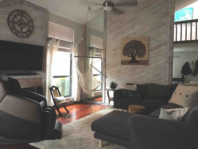 Upscale/Spacious Downtown Townhouse