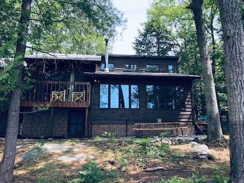 Leonard on the Lake - Muskoka Cottage