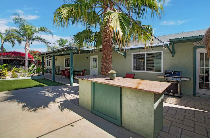 Oceanside ⭐Stone Fire Pit⭐Courtyard⭐3 Beds