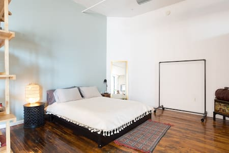 Peaceful Loft Sanctuary Downtown - Philadelphia
