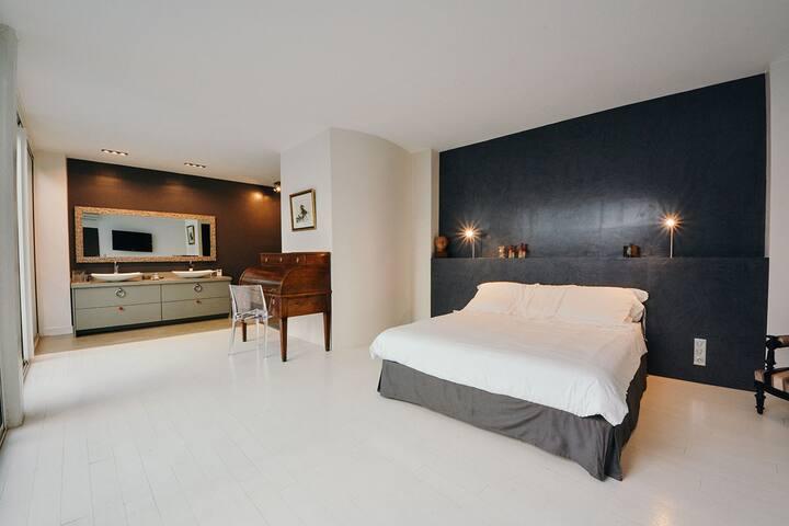 Chambre parentale de 40m² avec lit Queen Size - 40 sqm Master Bedroom